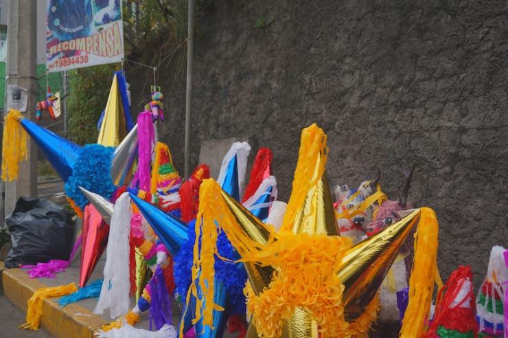 mexico city pinatas1