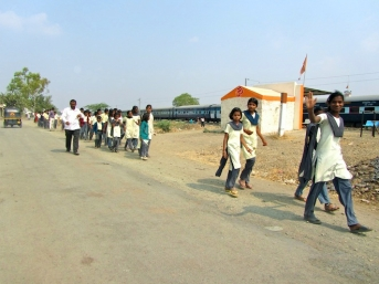 india street school kids