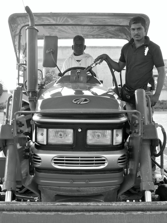 india gas station bw