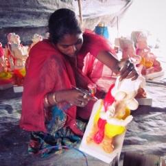 painting ganesha statues